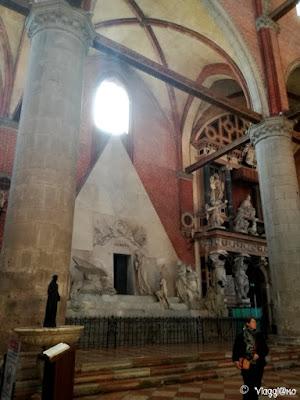 Il Monumento al Canova ospitato nella Basilica dei Frari di Venezia
