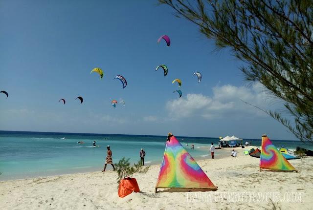 Kite boarding dan wind surfing di Pulau Tabuhan.