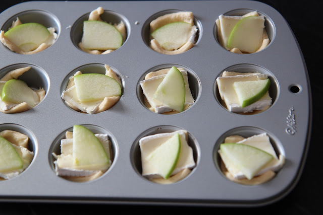 Need food for the big game? Check out this Easy Game Time Recipe: Mini Brie Apple Puffs!