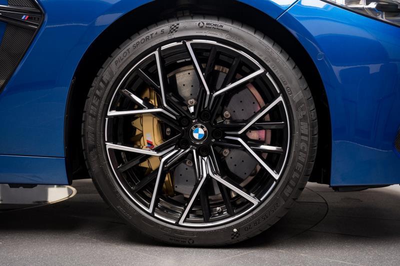 BMW M8 Gran Coupe 2020 hoàn hảo trong màu sơn độc lạ