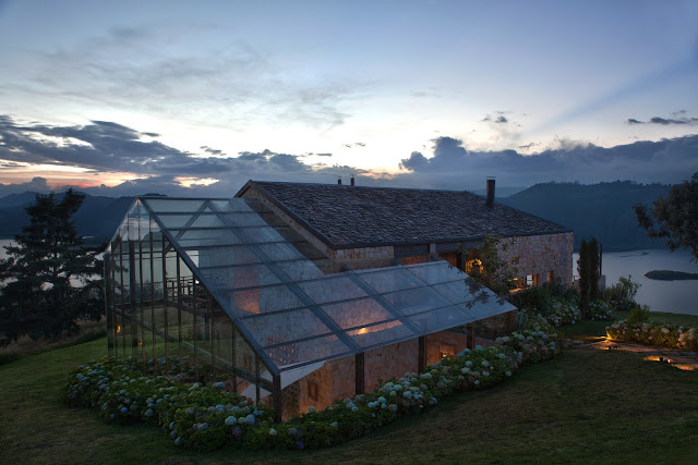 Archdaily -House on the lake, Colombia