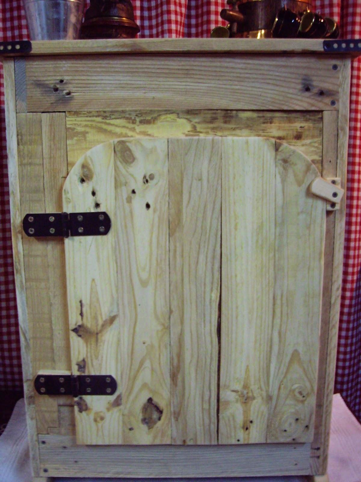 objets d co tutoriels et meubles en bois de palettes petit meuble de salle de bain en bois de. Black Bedroom Furniture Sets. Home Design Ideas