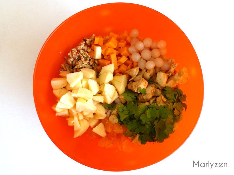 Mélangez tous les ingrédients de la salade.