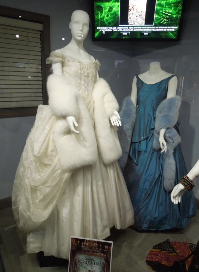 Hollywood Movie Costumes and Props: Oscar winning gowns ...