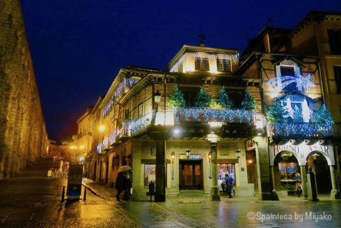 Candido Segovia セゴビアの子豚の丸焼きで有名な老舗カンディドもクリスマス