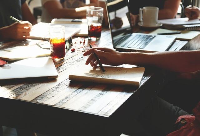 Karyawan Perusahaan pic dari pxabay