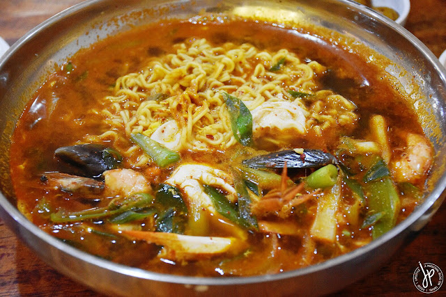 seafood ramyeon with shrimp, mussels, and crab