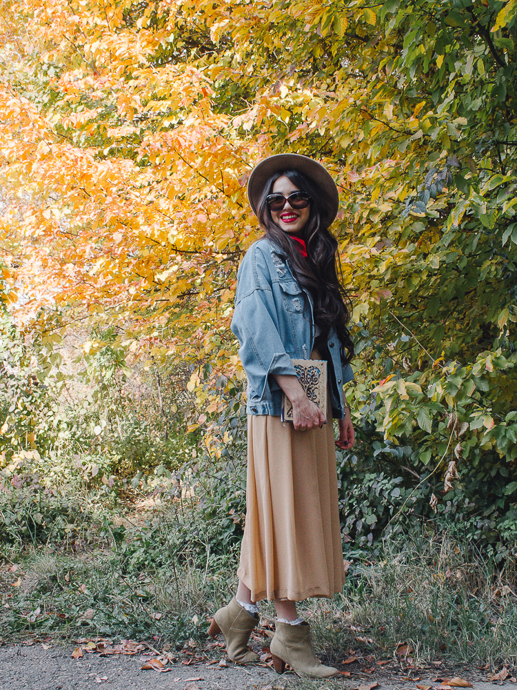 fashion blogger diyorasnotes autumn denim jacket midi skirt hat%2B%25285%2B%25D0%25B8%25D0%25B7%2B12%2529 - RED LIPS, BANDANA AND MIDI SKIRT