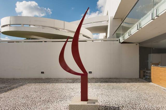 Escultura no Espaço V