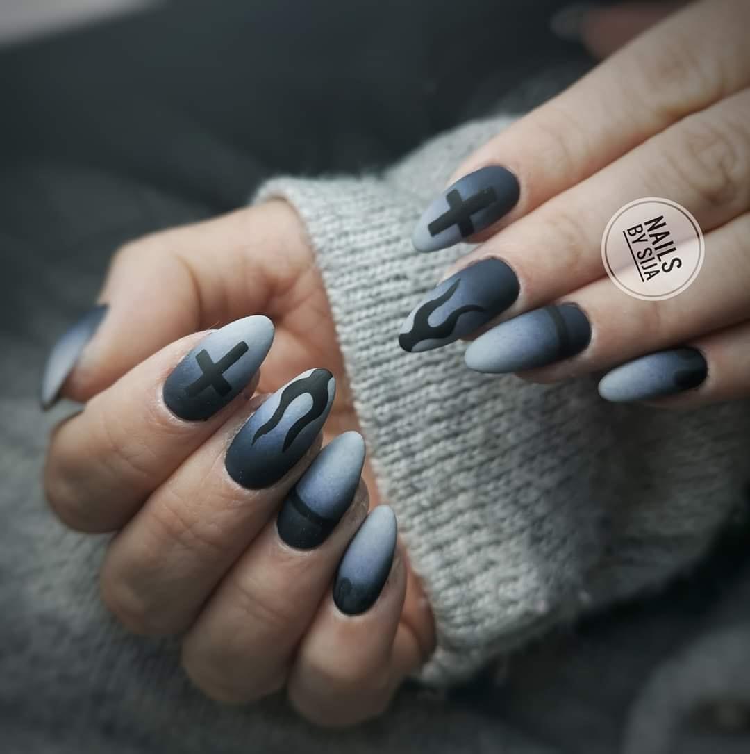 czarne matowe paznokcie