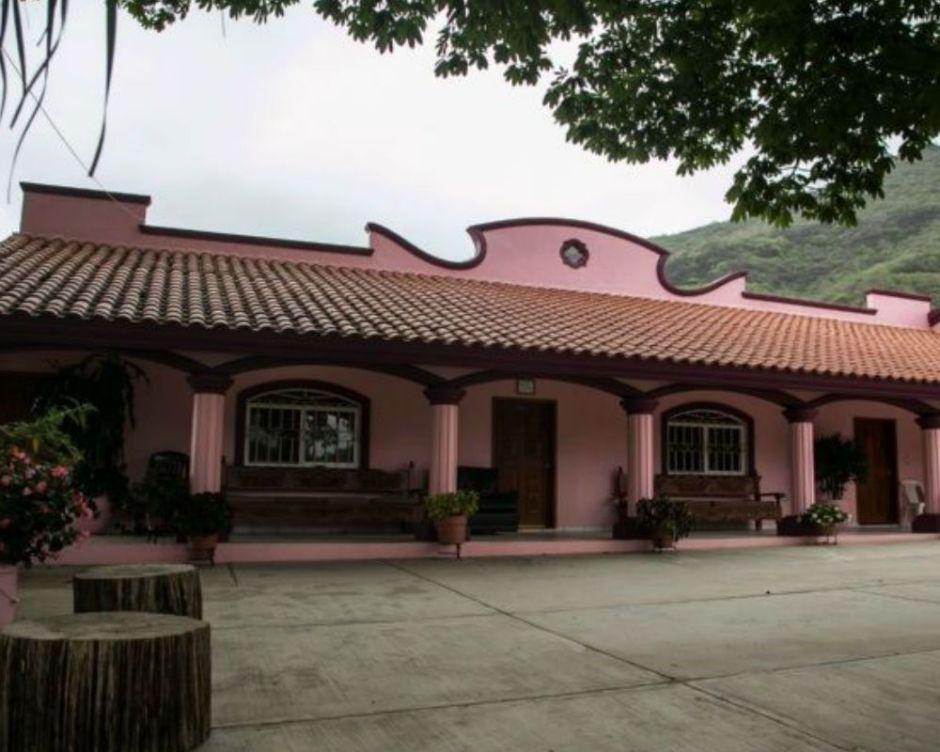 """Iván Archivaldo Guzmán """"El Chapito"""" presume la casa donde vivió """"El Chapo"""" Guzmán y visita a su abuela doña Consuelo"""