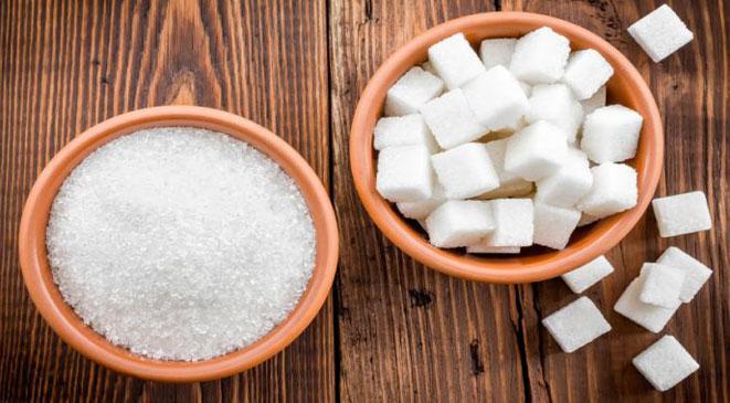 هام جداً: ضعوا السكر والملح تحت لسانكم قبل النوم وشاهدوا النتائج المذهلة في الصباح! لن تصدق ماذا سوف يحدث لك
