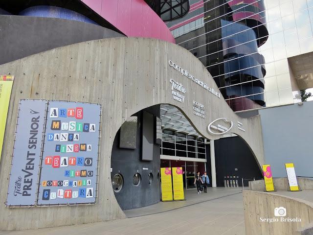 Vista ampla da entrada do Instituto Tomie Ohtake - Pinheiros - São Paulo