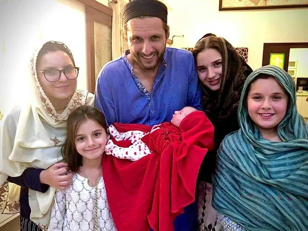 Shahid Afridi, father of four daughters, announces news of birth of 5th baby girl – See pic, Islamabad, News, Cricket, Sports, Child, Birth, Twitter, Family, Marriage, World