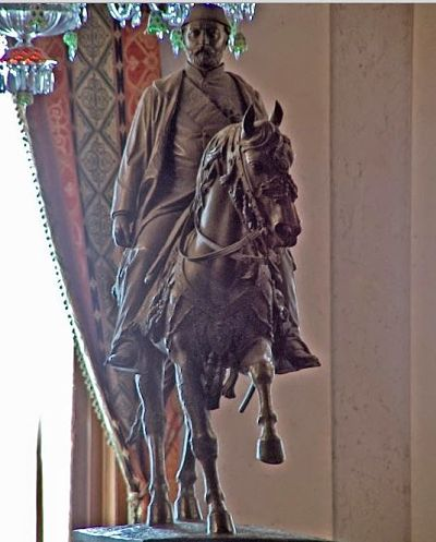 Heykelini yaptıran ilk Osmanlı padişahı kimdir?