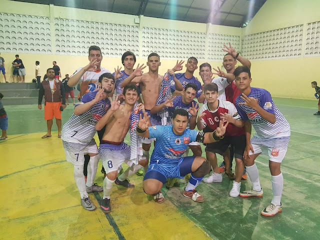 0ba16343158ee Após o jogo a equipe da ACF ESO comemora o terceiro título da entidade este  ano no futsal Paraibano.