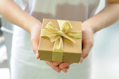 11 Hadiah yang Cocok untuk Ucapan Selamat Hari Ibu