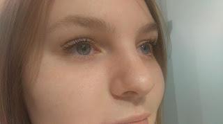 Les extensions de cils nous font les yeux doux depuis quelques années. , le volume russe séduira toutes celles qui désirent avoir un regard de poupée. Voici mon avant-après :
