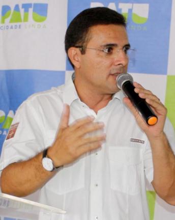 Após renunciar ao próprio salário, prefeito de Patu corta gastos, gratificações e anuncia medidas