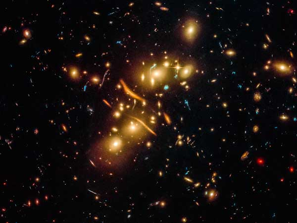 Registro do Hubble confirma lentes gravitacionais e prova teoria de Einstein