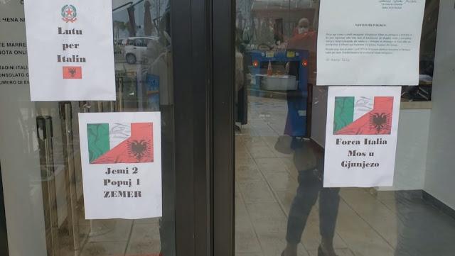 Omaggi e solidarietà al consolato italiano a Valona