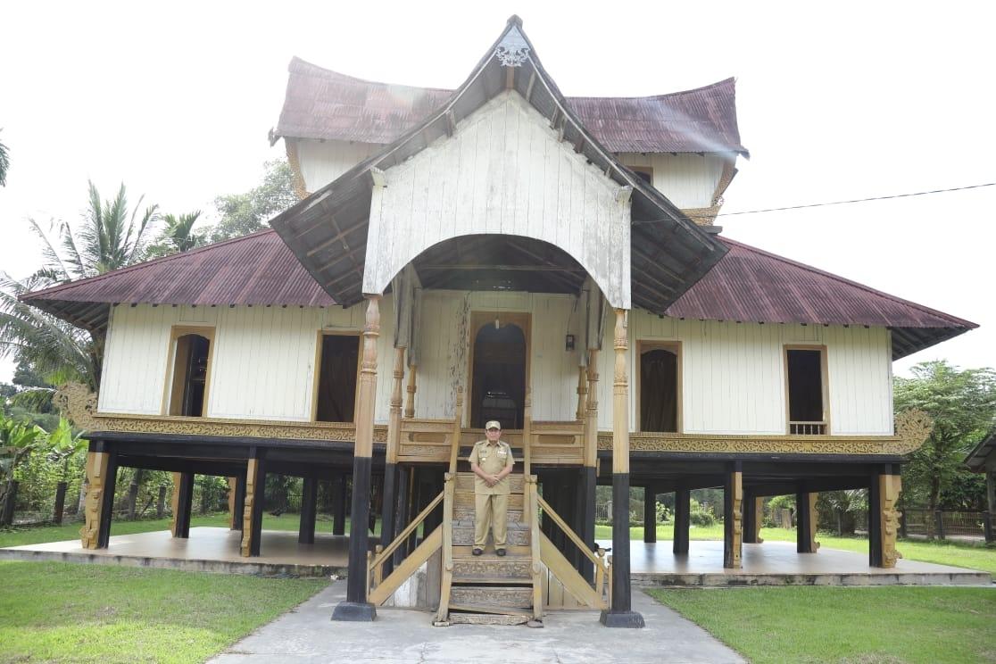 Kunker Ke Rokan 1v Koto H Sukiman Serahkan Bantuan Blt Sekali Gus Kunjungi Istana Raja Rokan