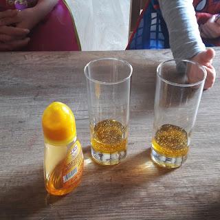 expérience facile avec enfant réaliser une colonne liquide à densité variable