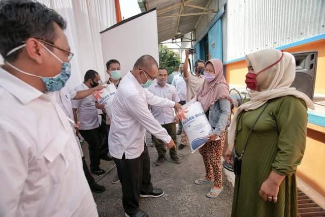Akhyar Serahkan Bansos Beras untuk KPM PKH Program Kemensos RI