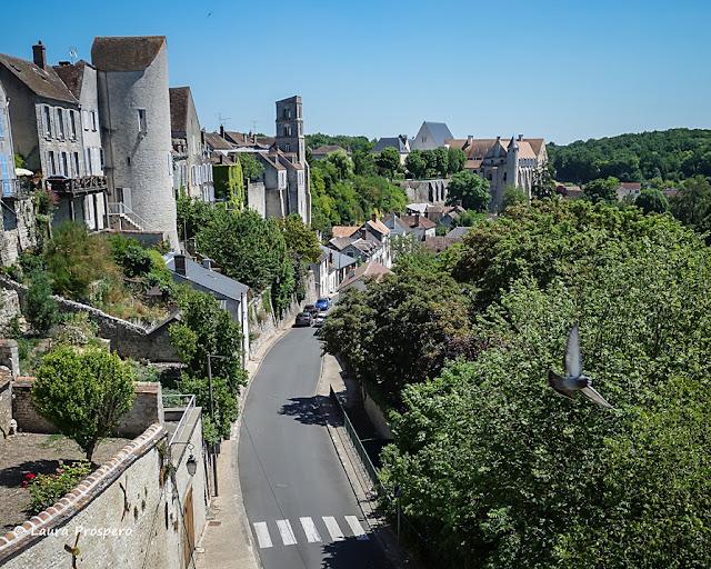 Vue depuis la place du Larry, Château-Landon © Laura Prospero