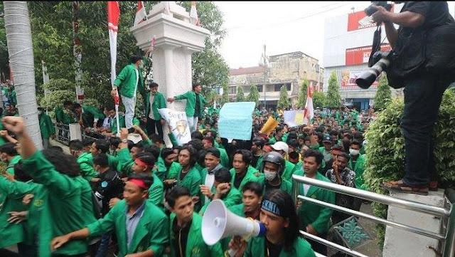 Jihar News,Mahasiswa Pasee Kepung DPRK Lhokseumawe