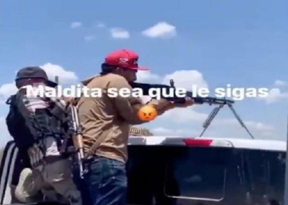 VIDEO.- Así son los regaños de Los Sicarios del Cártel de Sinaloa cuando estan adiestrando, maldita sea que le sigas!
