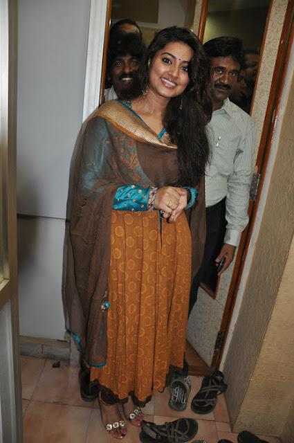 Tamil Actress Sneha Latest Pics At Event Navel Queens