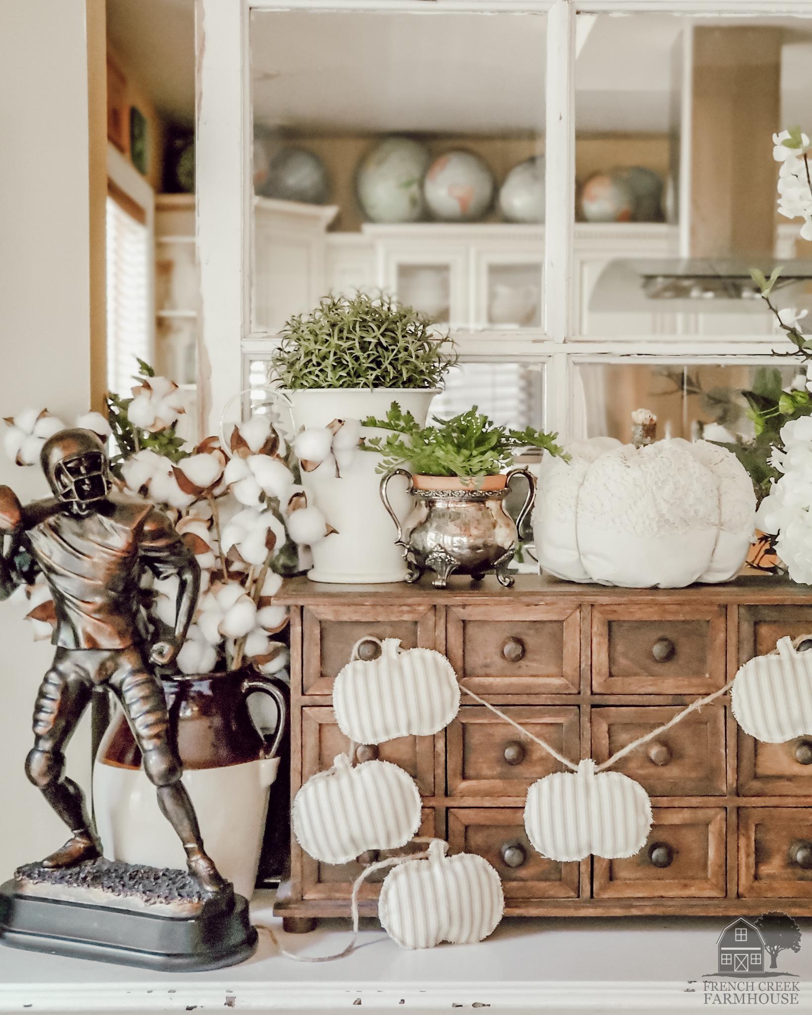 Neutral fall farmhouse decor with the pumpkin garland