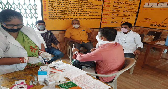 Kaushambi Samarpur Me Logon Ko Lagi Vaccine Kaushambi Uttar Pradesh News Vision