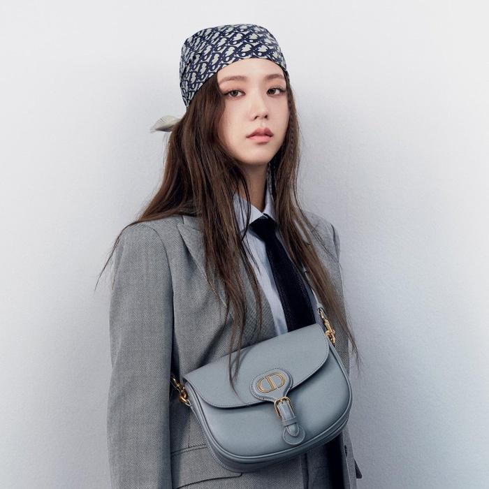 Jisoo học hỏi Lisa Black Pink quấn đầu với khăn turban đầy ấn tượng