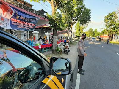 Pantau Kegiatan Pasar Ramadhan, Wakapolsek Sukorejo lakukan Patroli