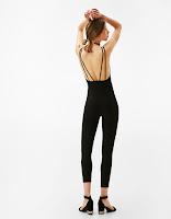 https://www.bershka.com/be/nl/dames/kleding/broekpakken/strakke-technische-jumpsuit-met-bandjes-c1010193214p101025513.html?colorId=800