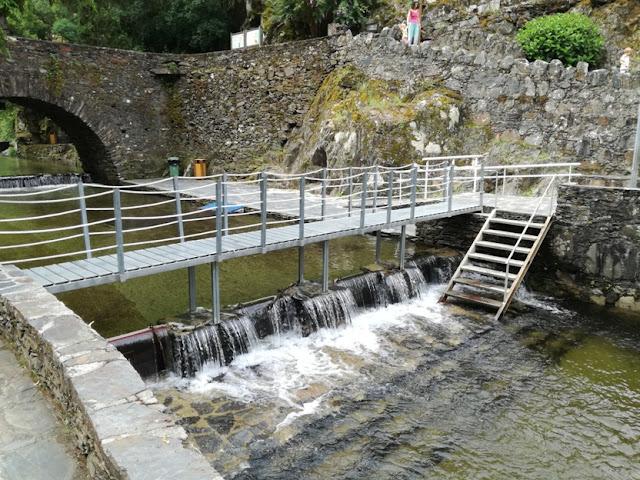 Ponte sobre a ribeira
