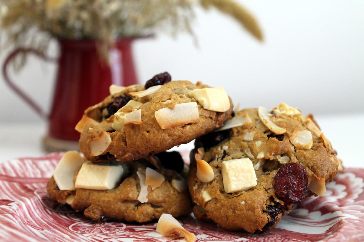 Cookies de coco, chocolate blanco y arándanos