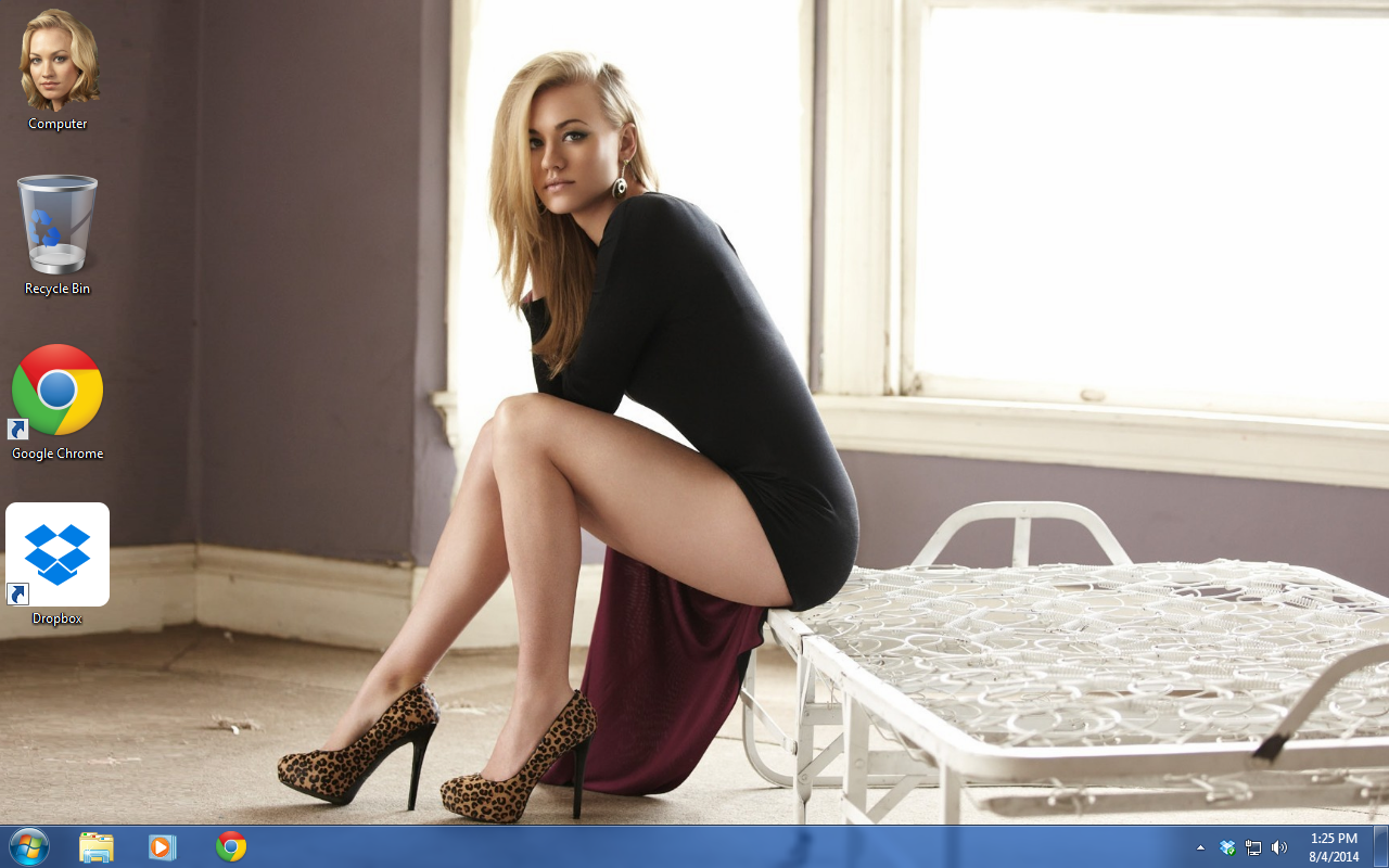 Sexy Yvonne Strahovski Theme for Windows
