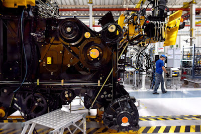 Atividade industrial avança e atinge 69% da capacidade instalada em agosto, aponta CNI