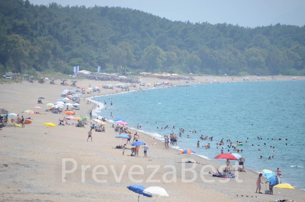 Ήπειρος:Κοσμοσυρροή στις παραλίες ,ουρά στα διόδια της Εγνατίας και ..χαλάζι