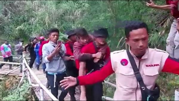 Kronologi Bocah Pendaki Hilang dan Ditemukan di Gunung Guntur