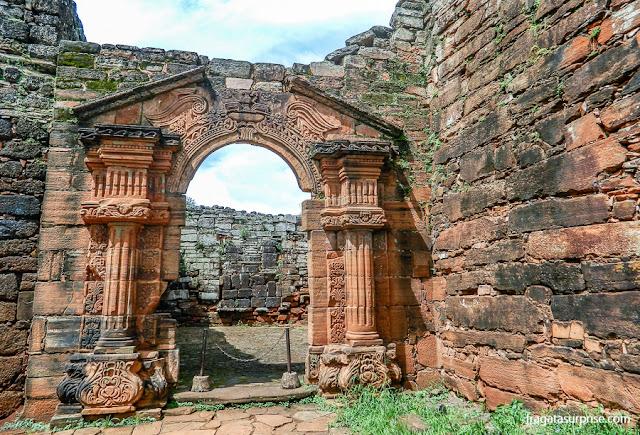 Portal de acesso ao pátio do Colégio dos Jesuítas da Missão de San Ignacio Miní