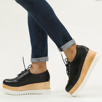 Zapatos con plataforma y cordones