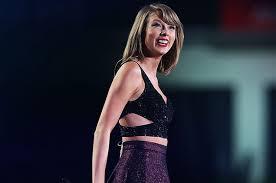 Penampilan Taylor Swift Saat Konser