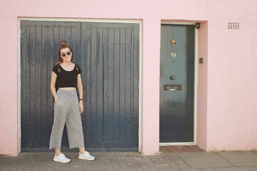 Notting Hill | Pleated Trousers & Ultra Boost