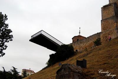 Pasarela flotante que sirbe de Mirador hacie el rio Duero y al que prolonga la Plaza Mayor  hacia la arboleda. Da un poco de vertigo pero se pasa cuando fijas la mirada en el paisaje, que es espectacular