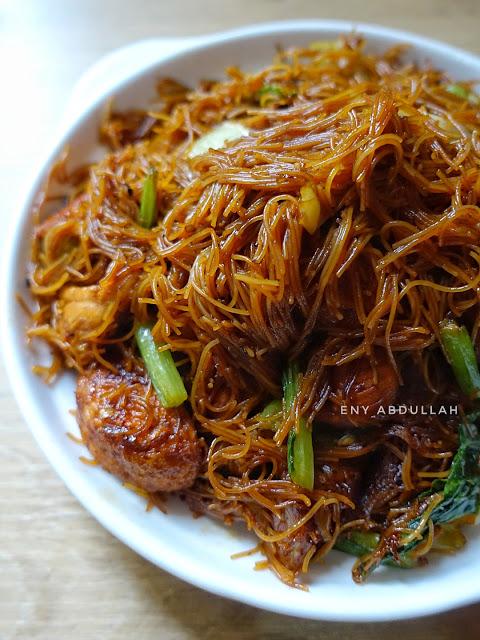 Bihun Goreng Kicap, resepi bihun goreng, dark black mee hoon, soy sauce mee hoon, fried vermicelli,