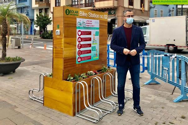 El Ayuntamiento instala dos parking de bicicletas en la Playa de Santa Cruz